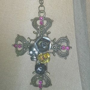 Beautiful skull cross chain gothic